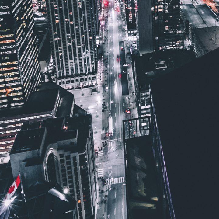 Foto noturna em Toronto, ótima cidade para fazer intercâmbio.