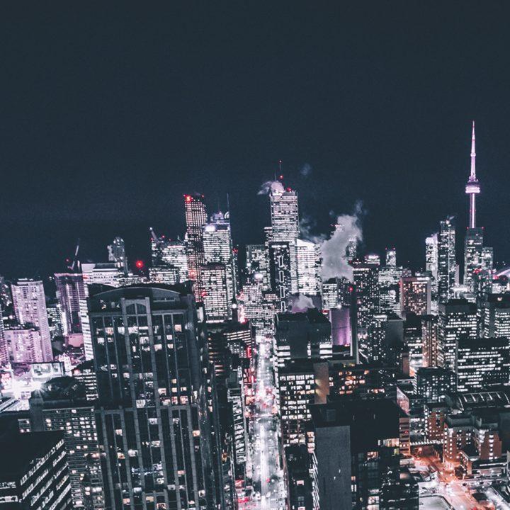 Foto noturna em Toronto, ótima cidade para fazer curso de inglês.