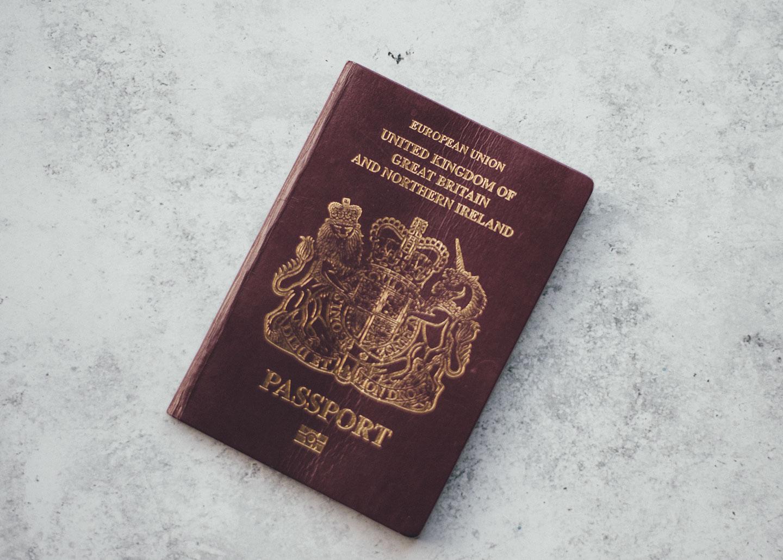 Visto para Irlanda e um passaporte da união européia.